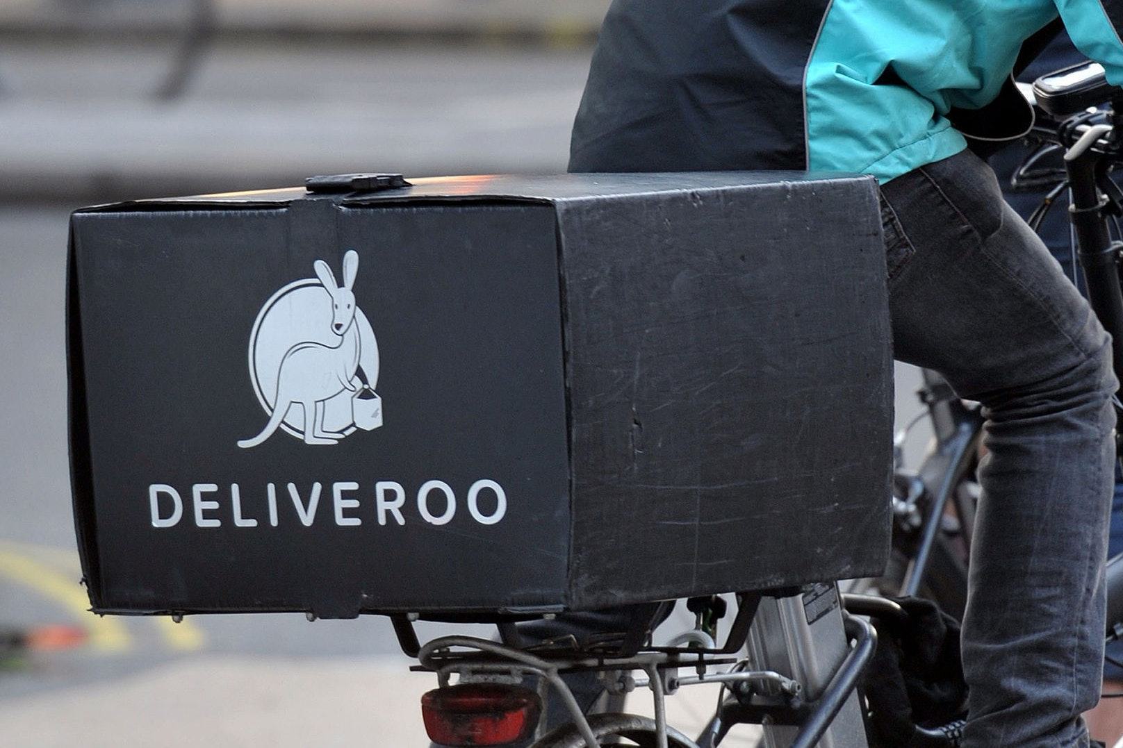 Trade union goes to High Court for Deliveroo riders' bargaining rights