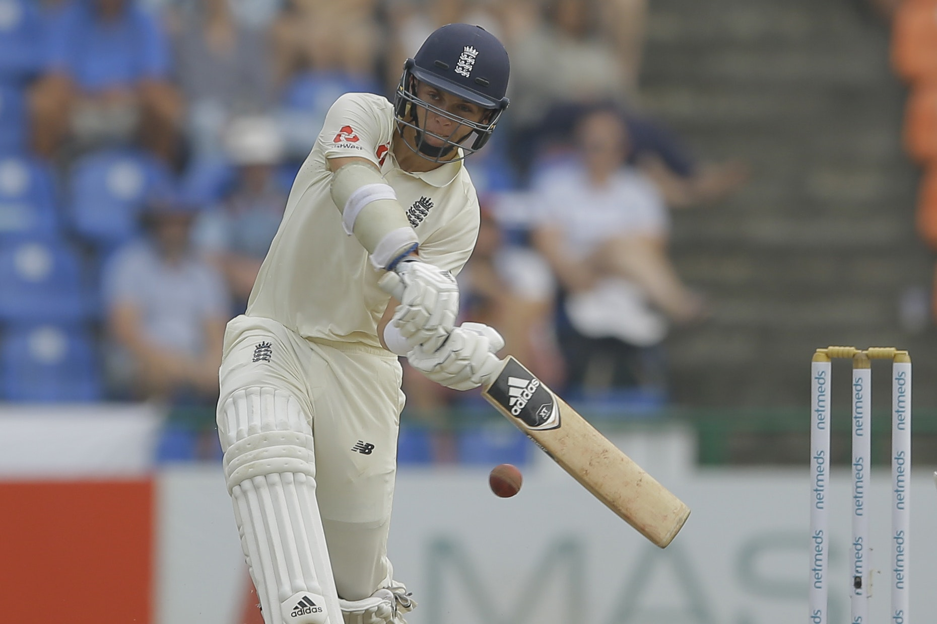 Curran smashes six sixes to lift England out of trouble on opening day