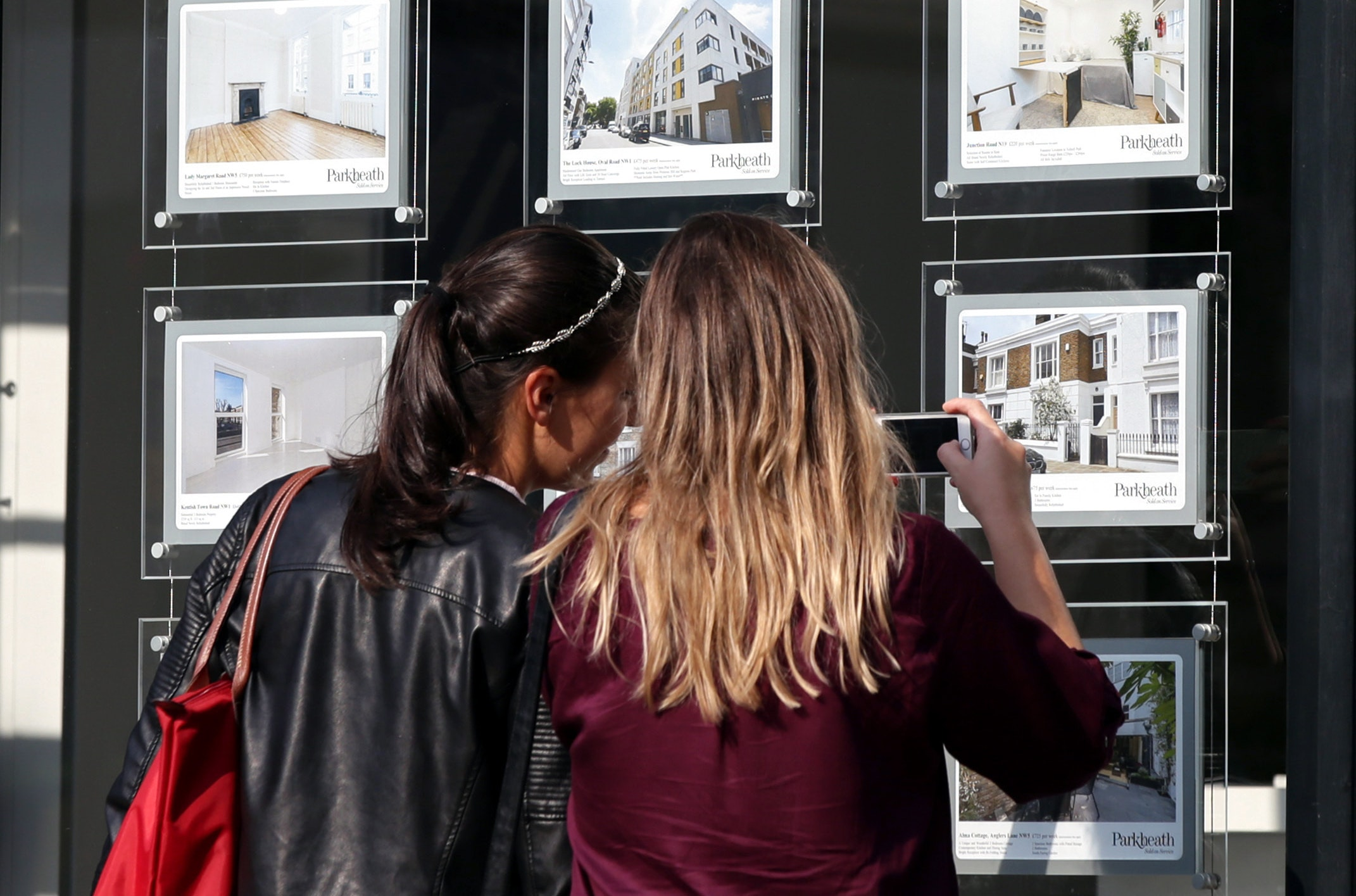 Scotland 'bucking trend' with new peak average house price
